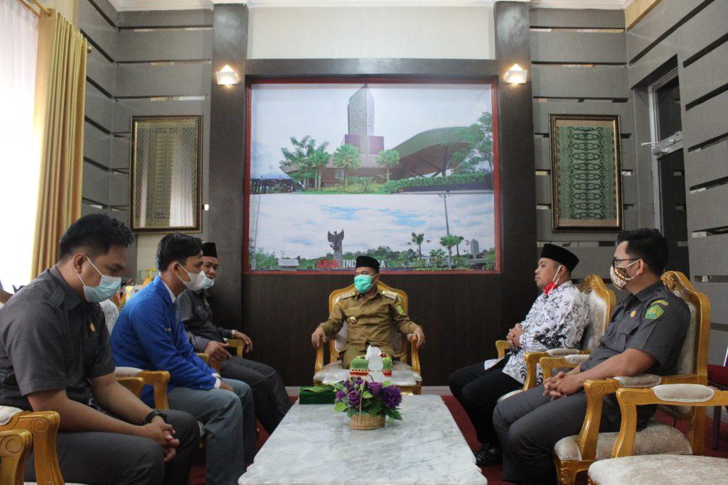 Kepala Madrasah Bersilaturahmi Sekaligus Menyerahkan Medali Juara 1 Robotik Tingkat Nasional