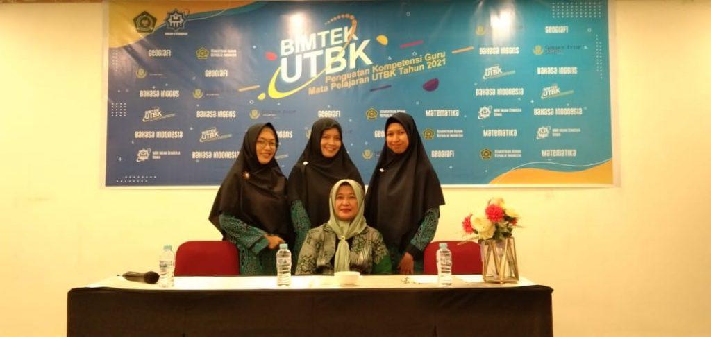 Guru MAN IC Sambas Melaksanakan Bimtek UTBK di Makassar